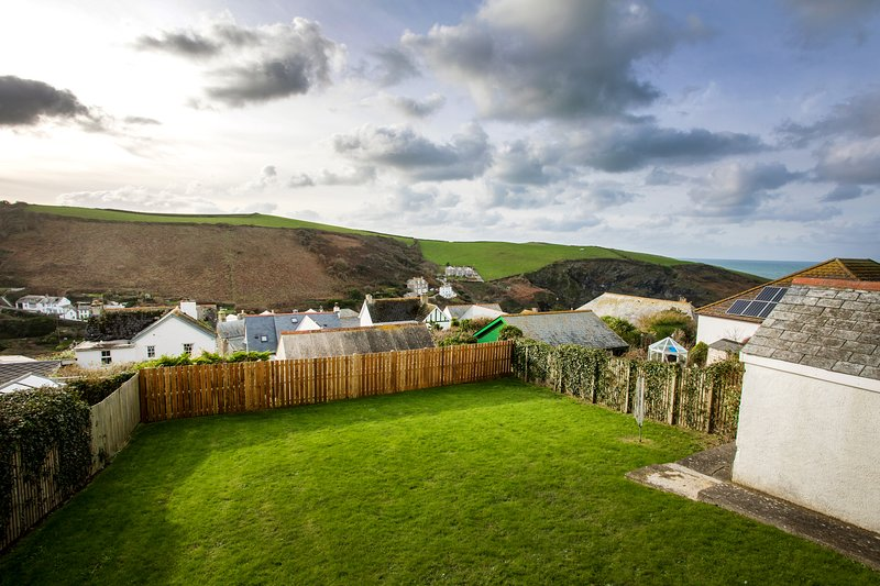Bay View - With views to Doc Martin's and valley, vacation rental in Port Gaverne