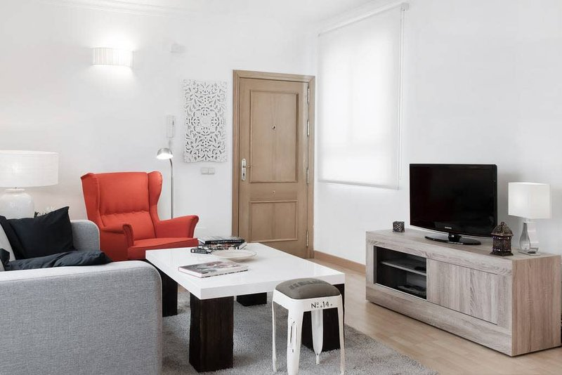 A well-light natural light in this spacious place to relax, read, watch TV, listen to music, or just nothing. Netflix and WiFi are provided FREE. The sofa bed for 2 adults also.