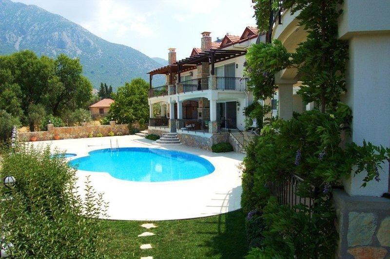 Ideal Villa with Breathtaking views near Fethiye, location de vacances à Yesiluzumlu