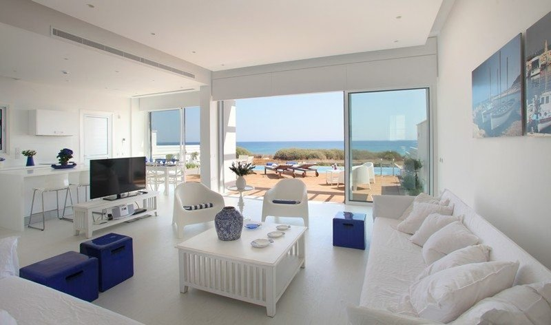 Imagine You and Your Family Renting this Perfect Beachfront Villa, Villa, Ferienwohnung in Pernera