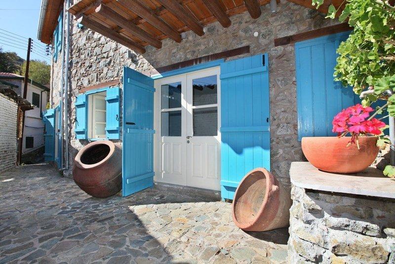 You Will Love This Luxury Villa with Balcony in Nicosia, Villa Nicosia 1000, holiday rental in Lemithou
