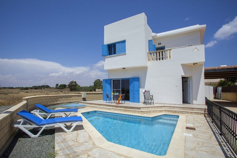 Your Beautiful Holiday Villa minutes from Ayia Napa and it's Beautiful beaches, holiday rental in Liopetri