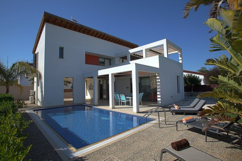 You Will Love This Luxury Villa close to the beach in Sotira, Villa Sotira 1007, holiday rental in Liopetri