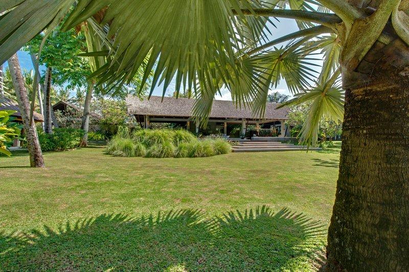 Imagine Renting Your Own 5 Star Villa in Bali, Sleeps 10, Bali Villa 1074, casa vacanza a Celuk