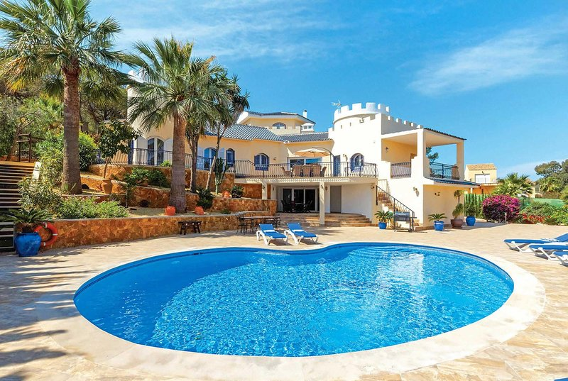 Large luxury 4 bed villa with stylish interiors, holiday rental in Llano del Beal