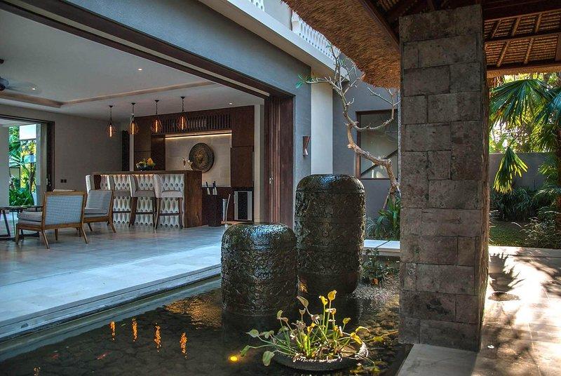 Imagine Renting Your Own 5 Star Villa in Bali, Sleeps 10, Bali Villa 1087, alquiler vacacional en Seseh