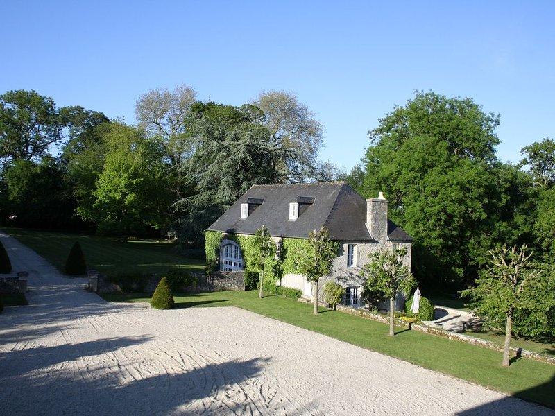 Maison de charme dans le parc d'un château XVIIIème, monument historique, casa vacanza a Bayeux