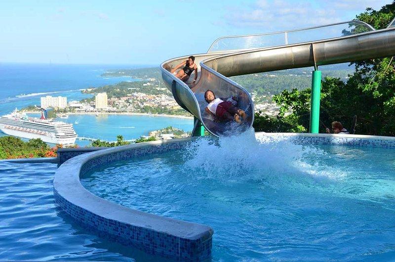 Pen Hall bnb Jamaica luxury Pool & Beach, alquiler de vacaciones en Runaway Bay