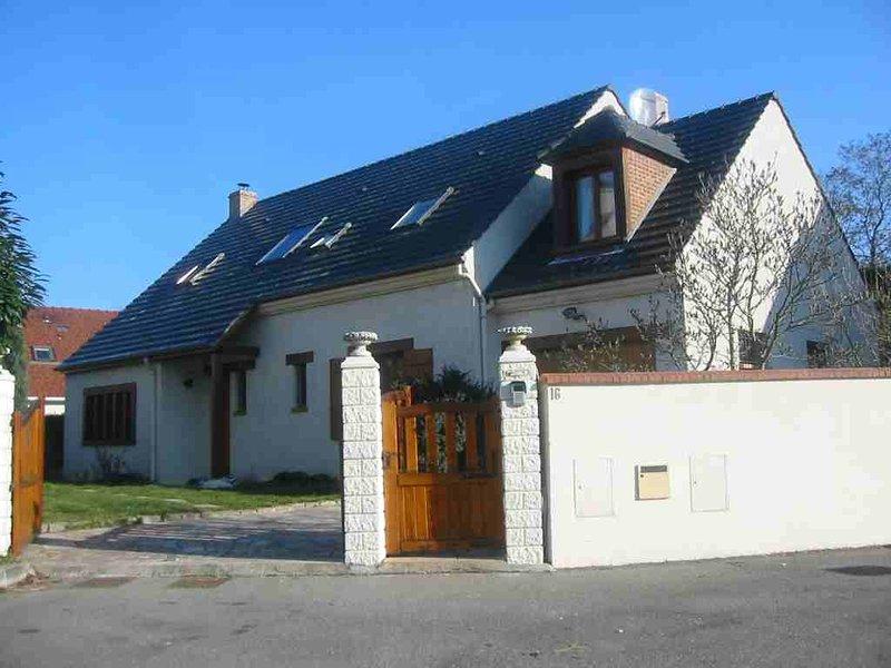 Pavillon 6 chambres tout confort avec jardin et terrasse, location de vacances à Champcueil