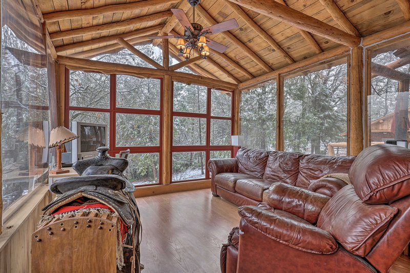 With beds for 6, this spacious home is surrounded by towering pine trees.