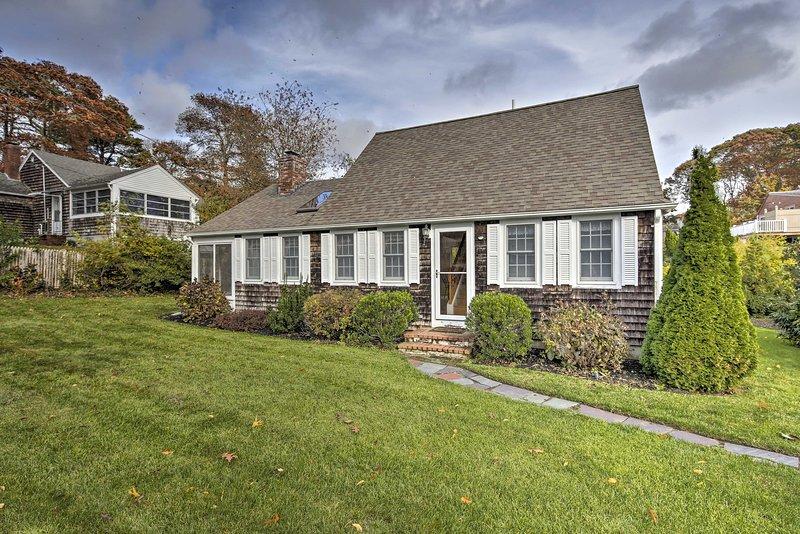 Ubicada en West Hyannisport, esta casa está a pocos pasos de la playa.