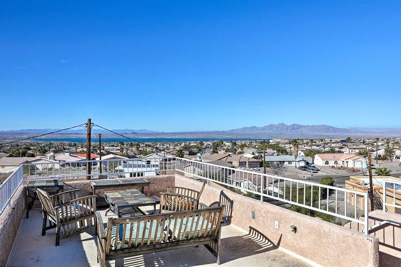 Lake Havasu City Home w/ Rooftop Deck & Mtn Views!, holiday rental in Lake Havasu City
