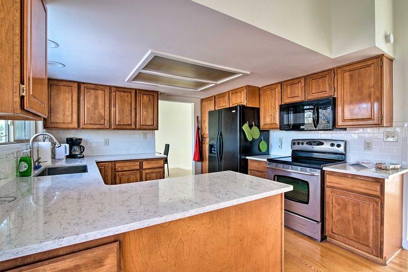 ¡Hasta 10 huéspedes disfrutarán de las comodidades modernas en un vecindario ideal para familias!