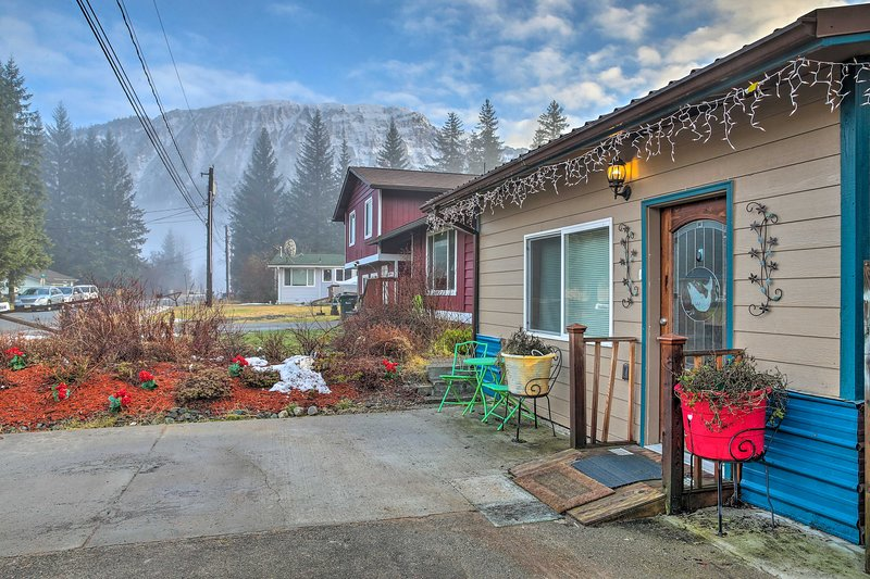 Quaint Juneau Apt w/ Scenic Mountain Surroundings!, casa vacanza a Douglas