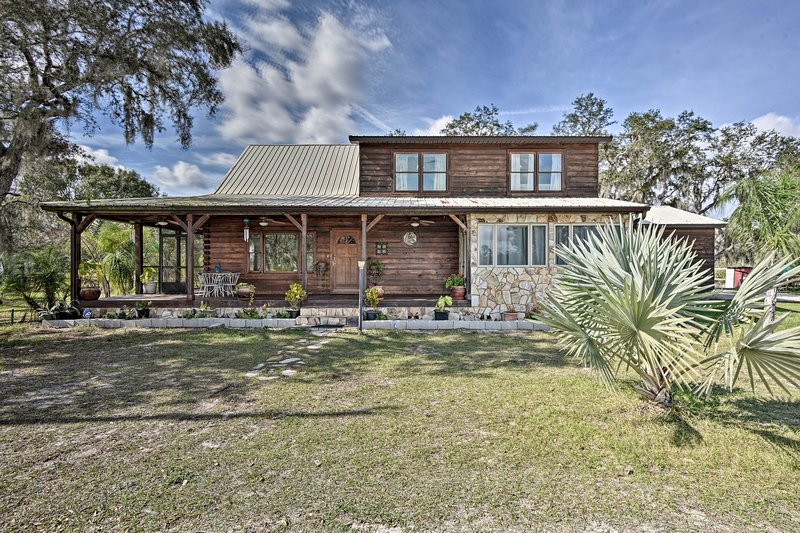 Sebring 'Ranchero Log Cabin' on 40-Acre Farm!, casa vacanza a Sebring