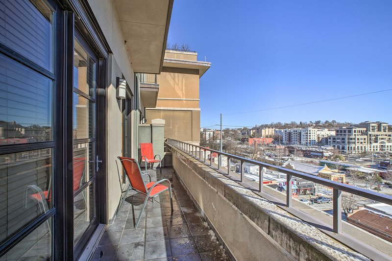 Located on Dickson St, this unit is walking distance from downtown attractions!