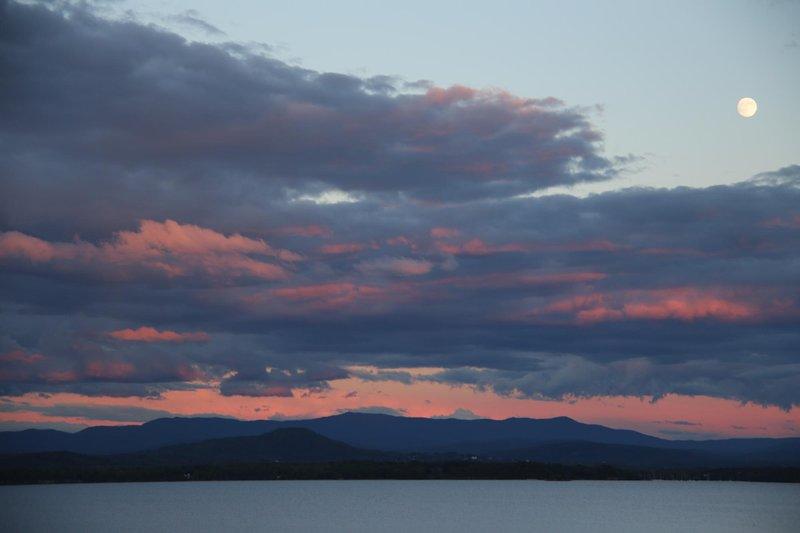 En annan vacker solnedgång över sjön