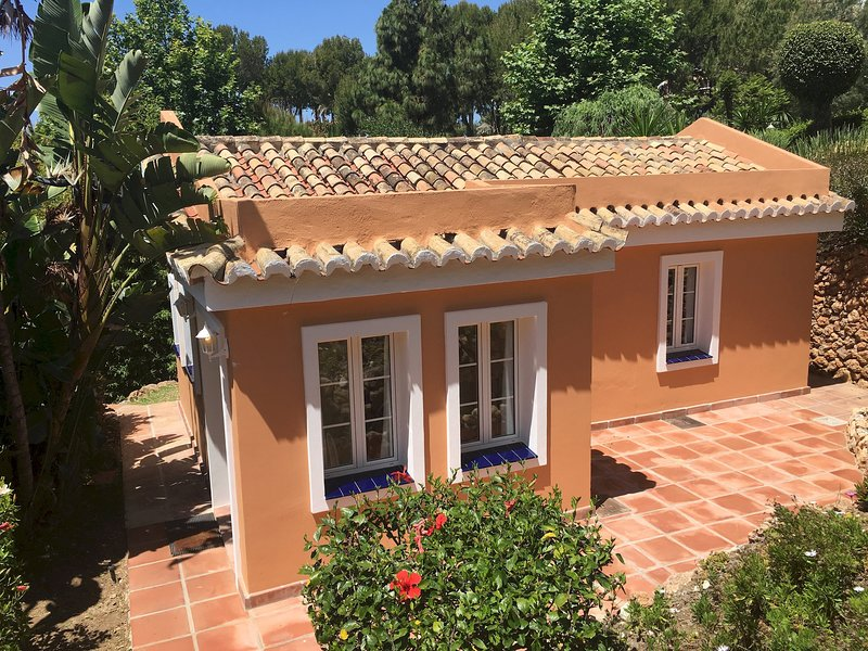 Charming Cottage La Casita 2/3 pax with private garden relaxing swimming pool, vacation rental in Mijas