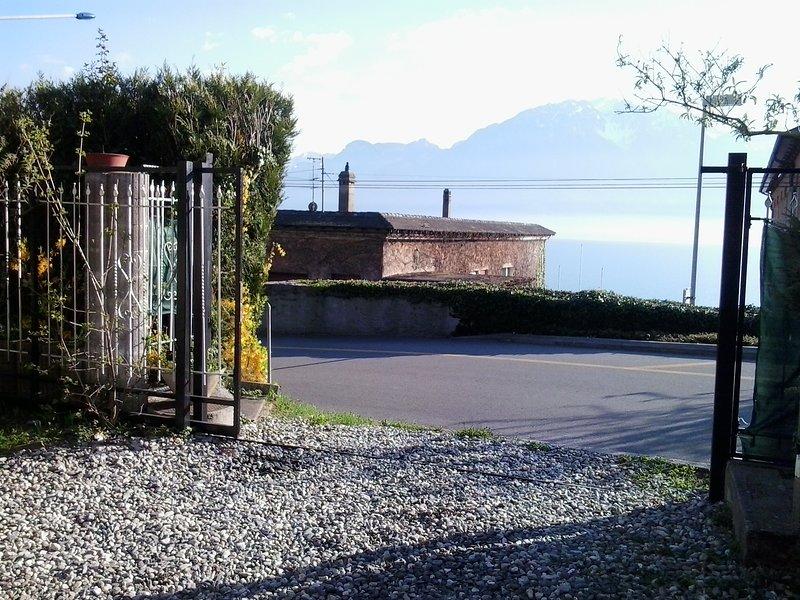 Vevey Montreux appartamento 100mt da lago di Ginevra + sedia rotelle x passeggio, vacation rental in Chernex