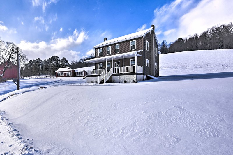 Restored Farmhouse w/Patio 5 Mi to Blue Mtn Resort, location de vacances à Kresgeville