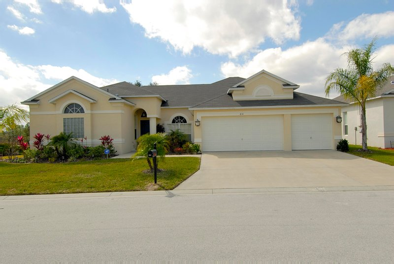 Grand Oak Villa  in a small gated community  12 minutes form Disney & close to all attractions