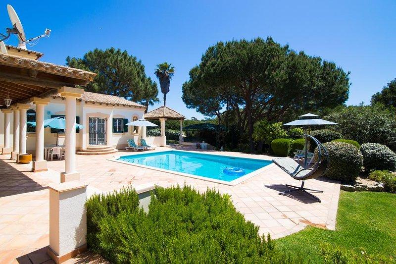 Villa Victoria 1min walk to the beach Vale do Lobo, alquiler de vacaciones en Vale do Garrao