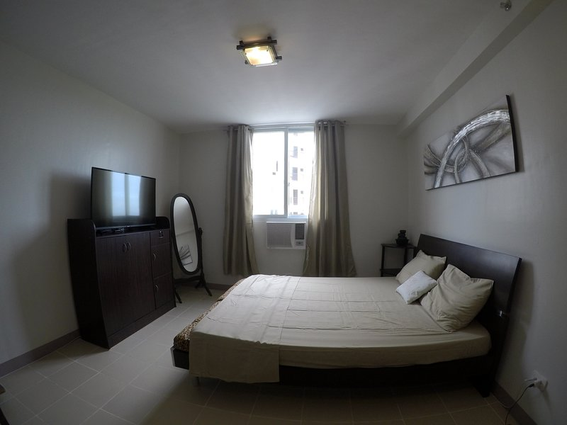 Cozy Studio near Airport and Beaches with Wifi, holiday rental in Lapu Lapu
