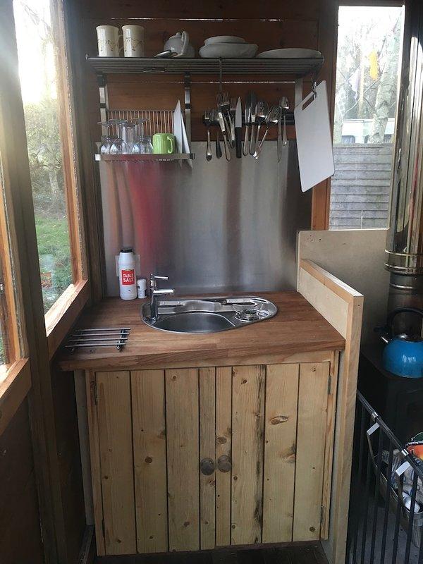 kitchenette compacte avec un seul brûleur