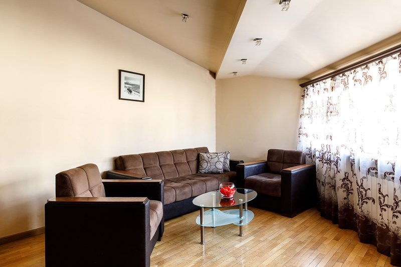2 Bedroom Apartment оn Chaikovski St. New Building, holiday rental in Yerevan