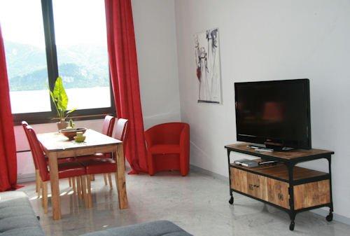 Tolle Maisonnette Loft direkt am Wasser des Lago Maggiore, vacation rental in Bee