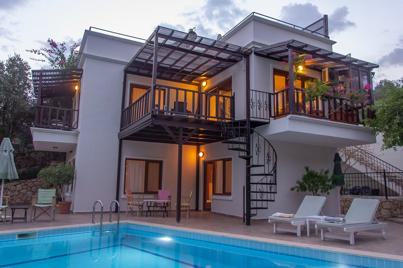 Villa Shelter