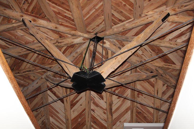 Jacuzzi della camera sul tetto in legno aromatico sabina