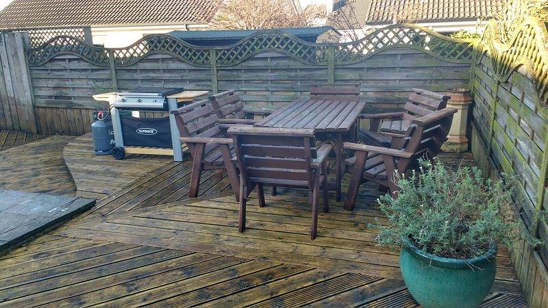 Enclosed rear decking/patio area