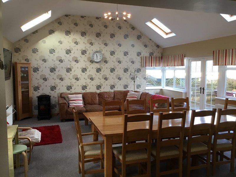 Spacious house, Portrush, sleeps 12, Wifi, location de vacances à Portrush