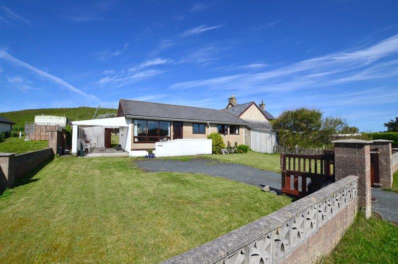 Retro chalet-style cottage close to sandy beach - Ger-y-Bryn, WAN375, holiday rental in Borth