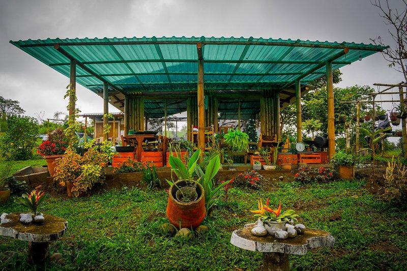Cabaña romántica con vistas panorámicas, holiday rental in Pacto