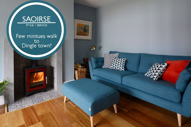 Saoirse- Colourful, clever and cool. Dingle Town!, holiday rental in Lispole