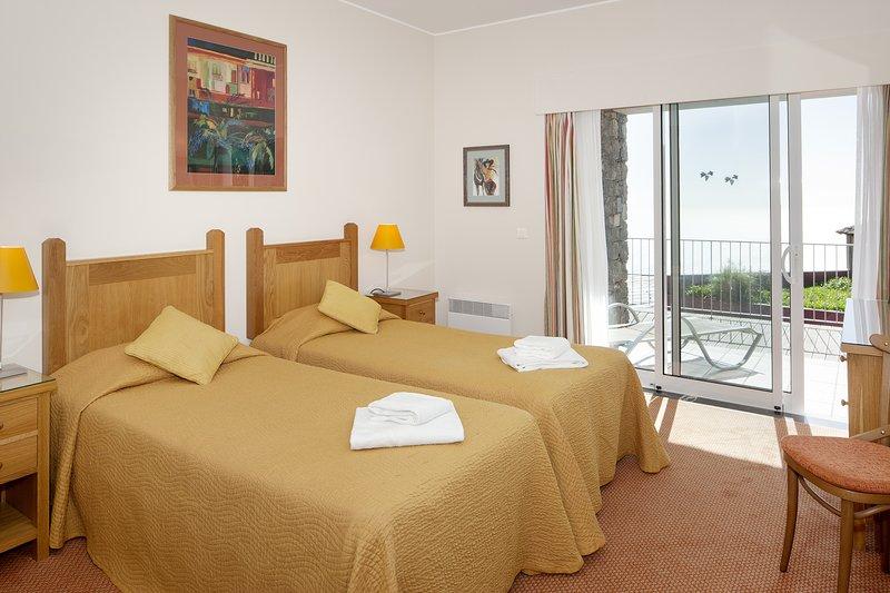 One Bedroom apartment with sea view at Village Cabo Girão- Free sport facilities, holiday rental in Estreito de Camara de Lobos