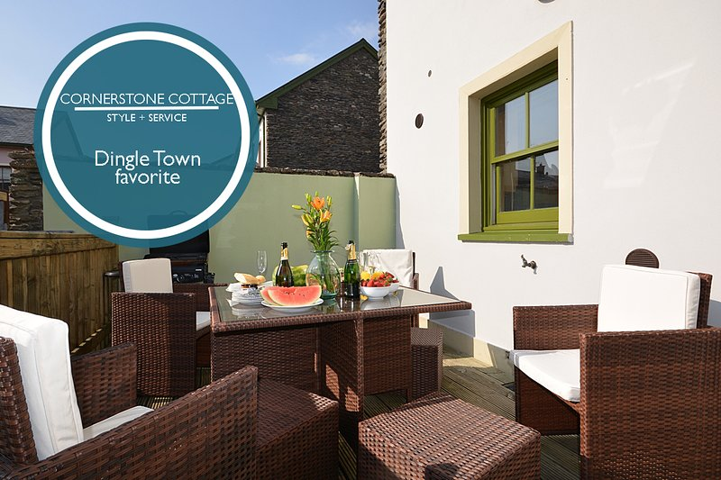 Cornerstone Cottage - Gem in the heart of Dingle!, vacation rental in Dingle