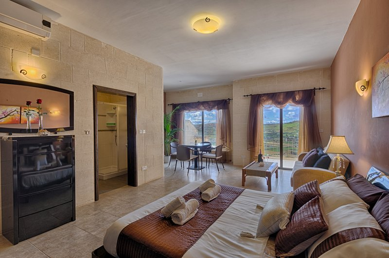 Ghajn Damma,Guest House, Spacious King Suite Ensuite Bathroom, Valley View, location de vacances à Xaghra