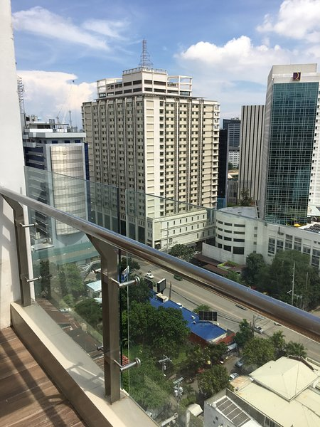 11floor studio with swimming pool and fantastic view outside the balcony, alquiler vacacional en Cebu City