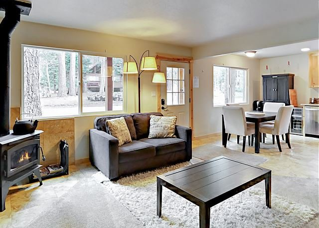 Newly Remodeled Chalet - Near Skiing & Golf, vacation rental in South Lake Tahoe