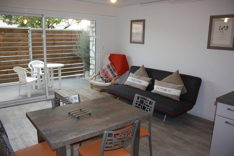 Appartement 2 pièces en rez-de-jardin, vacation rental in Saint-Georges-de-Didonne