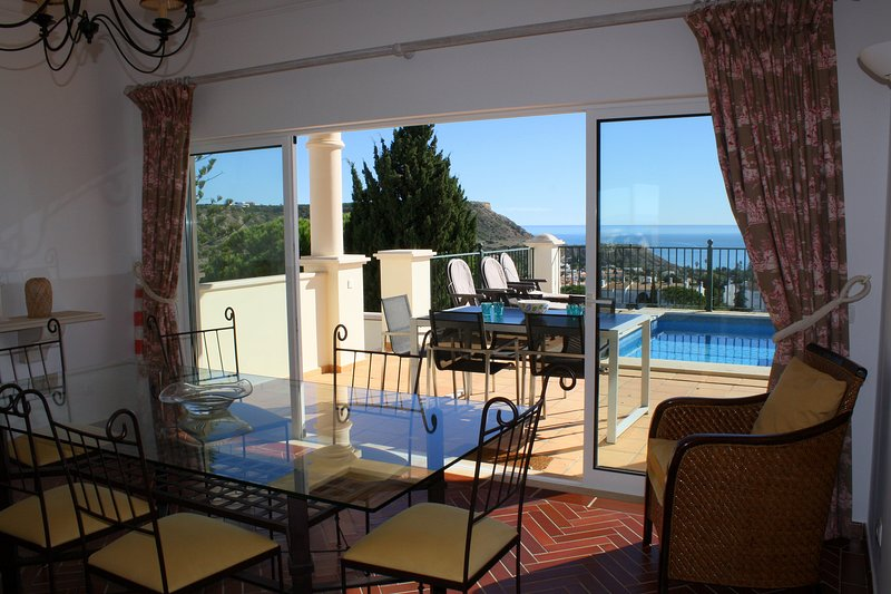 Villa Bonita. A Beautiful house with very special sea views., holiday rental in Espiche
