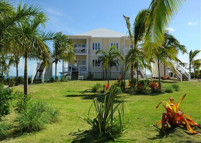 Penthouse Condo w/Htd Pool, Beach, 2-Ocean View, Kayaks, Golf Cart, Boat Dock, holiday rental in Eleuthera