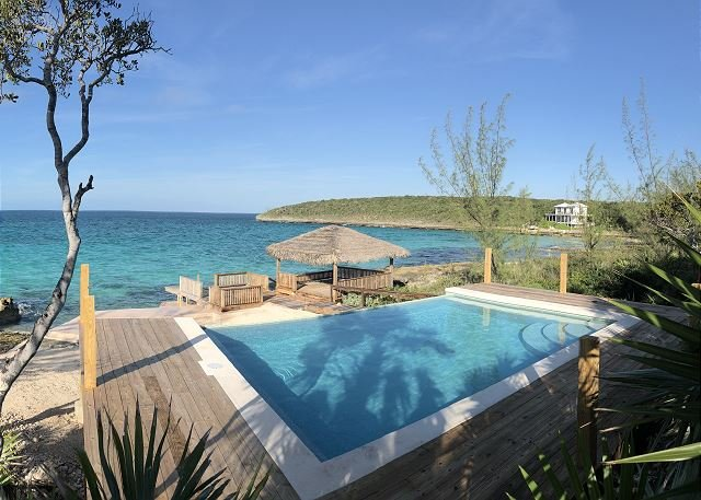 Lux Oceanfront Home on Caribbean w/ Sunset View, Boat Ramp, Kayaks, NEW POOL!, holiday rental in Tarpum Bay