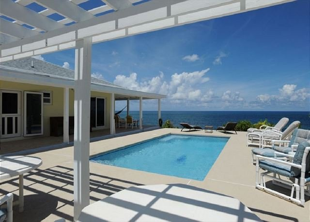 Beachfront House with Pool and Totally Private and Secluded Beach, casa vacanza a Governor's Harbour