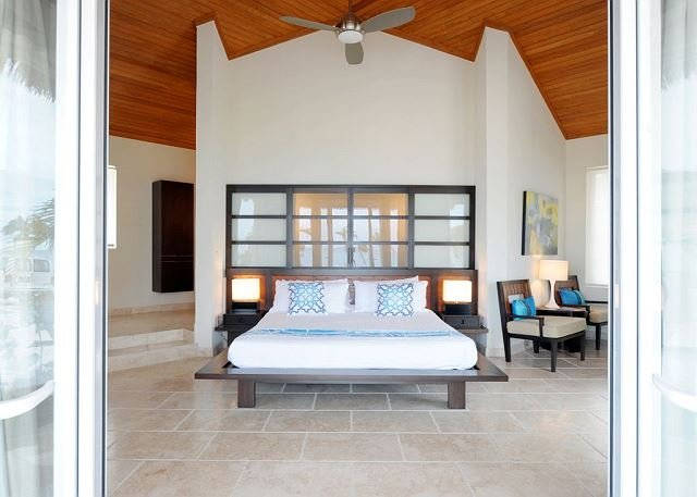 Luxury Bungalow Steps from Beach with Club Privileges, Pool, Restaurant, holiday rental in Eleuthera