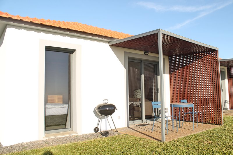 In peaceful Prazeres with seaview and pool – Orchid Studio in Quinta Inácia, vacation rental in Calheta