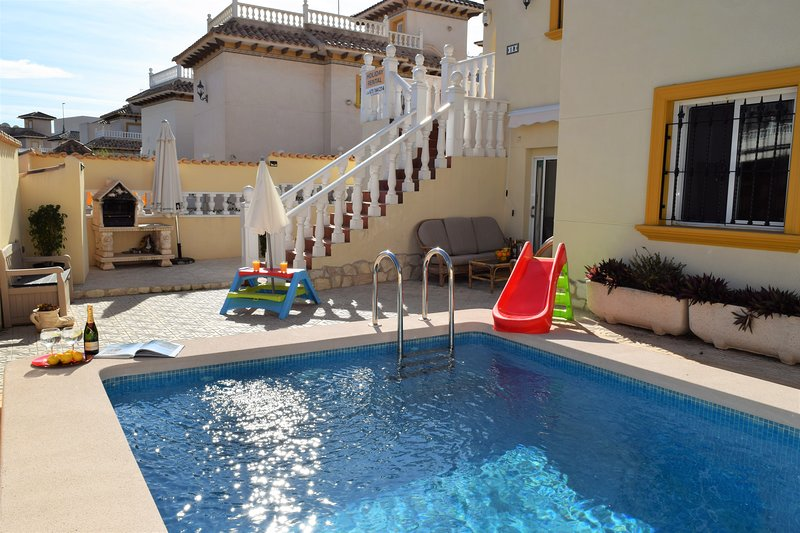 Lower Floor apartment with semi-private salt water pool, holiday rental in La Zenia